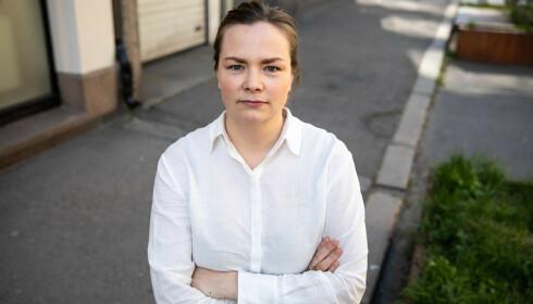 KLAPPING: Sykepleierforbundets nestleder Silje Naustvik mener høyere lønn må til for å sikre rekruttering. -Vi kan ikke betale med applaus, sier hun. Foto: Norsk Sykepleierforbund.