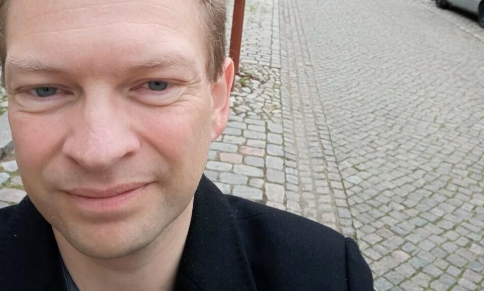 FLYTTER: Claus Iversen har fått nok av «uebehøvlede» danske turister, og vil nå flytte fra Christiansfeld. Foto: Privat