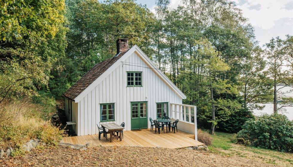<strong>FAMILIEEID:</strong> Megler Kent Andersen forteller at hytta har vært familieeid i nesten hundre år. Foto: Karl Filip Kronstad / Privatmegleren Kragerø