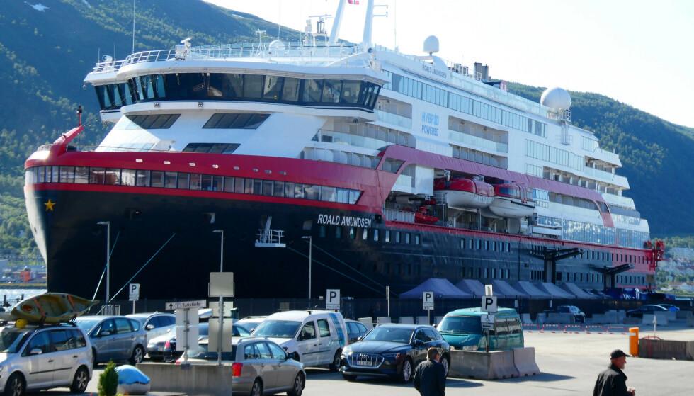 <strong>- SKUDD FOR BAUGEN:</strong> Eksperter mener at coronautbruddet på MS «Roald Amundsen» kan gi alvorlige og langvarige konsekvenser for Hurtigruten. Selskapets konsernsjef tar selvkritikk. Foto: NTB Scanpix / Hinrich Bsemann