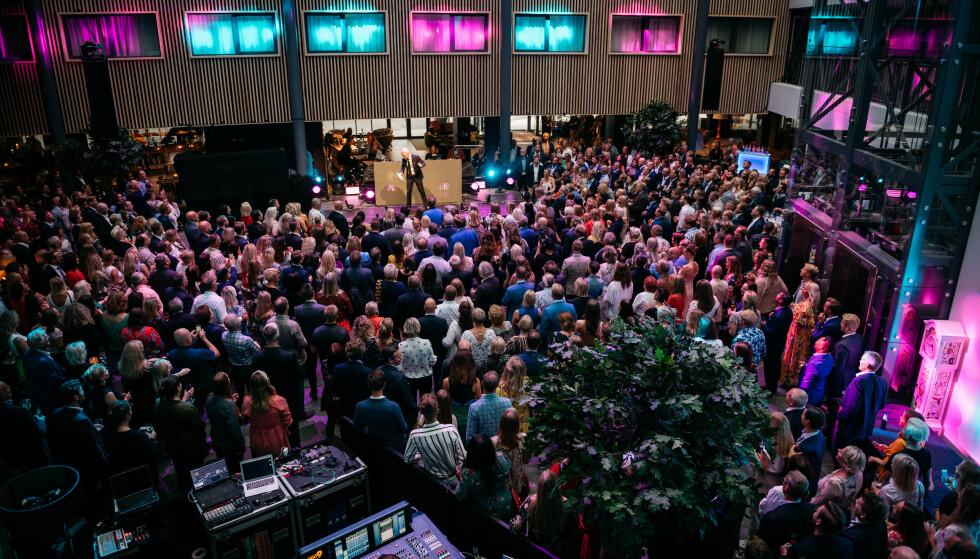 <strong>KONFERANSESMELL:</strong> Quality Hotel Gardermoen er Norges største konferansehotell, men inntil videre kan de ikke arrangere konferanser for mer enn 200 personer. Det kommer fremdeles til å ta lang tid før de kan fylle opp lokalet som på dette bildet. Foto: Quality Hotel