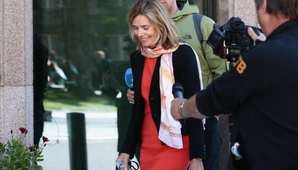 PÅ VEI INN: Karen Helene Ulltveit-Moe ankommer Norges Banks hovedstyres møte om Tangen-saken. Foto: Jil Yngland / NTB scanpix