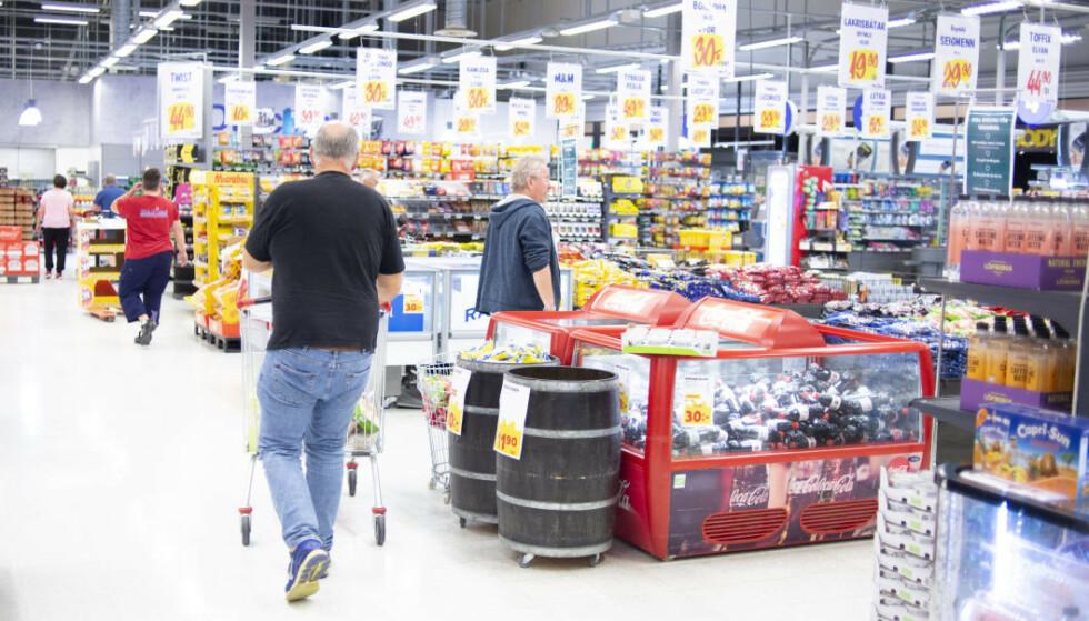 SVENSKEHANDEL: Ny rapport viser at nordmenn handlet alkohol og utvalgte dagligvarer for 8,6 milliarder mer i grenseområdene i 2020. Foto: Annika Byrde / NTB