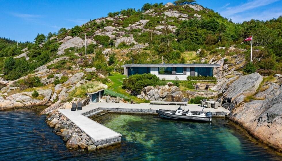 SOLGT: Hytta utenfor Mandal skal ha kostet Røkke nærmere 20 millioner kroner. Foto: Privatmegleren Sædberg & Lian