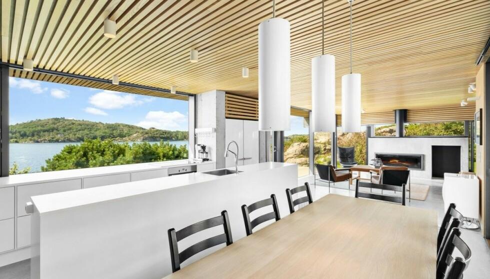 MODERNE: Megleren beskriver hytta som moderne og nyopppusset. Foto: Privatmegleren Sædberg & Lian