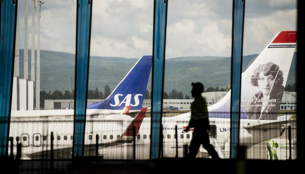 HARDT RAMMET: Coronakrisen har rammet flytrafikken, og selskaper som SAS og Norwegian brutalt. Nye tall viser at august var nok en tøff måned for bransjen. Illustrasjonsfoto: Fredrik Varfjell / NTB scanpix / TT