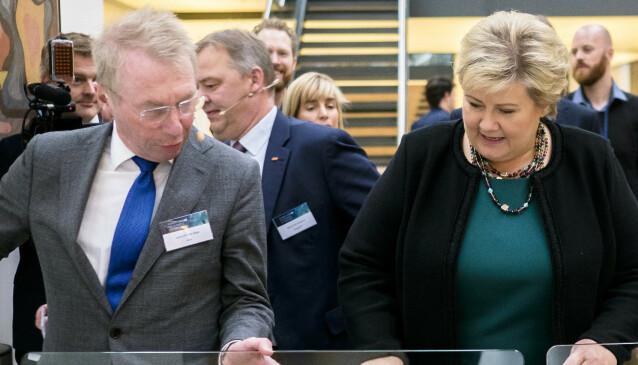 FARVEL TIL HØYRE: Investor Jens Ulltveit Moe var i mange år regnet som en Høyre-mann. Her avbildet sammen med statsminister Erna Solbergi 2015. Foto: Ole Gunnar Onsøien / NTB scanpix