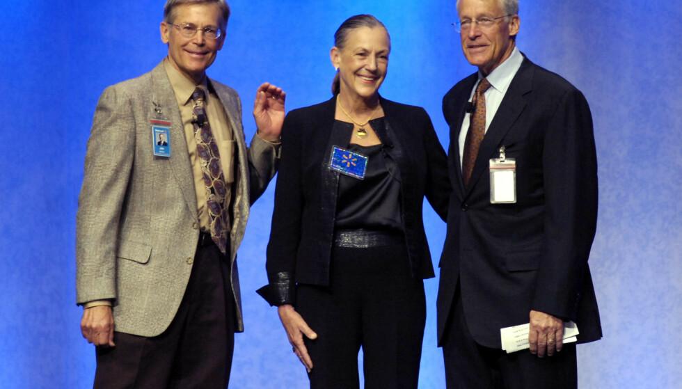 <strong>SØSKEN:</strong> Jim, Alice og Rob avbildet i 2009. Hennes brødre tok aktivt del i Walmart, men Alice forelsket seg i kunst da hun var ung. Foto: AP Photo/April L. Brown