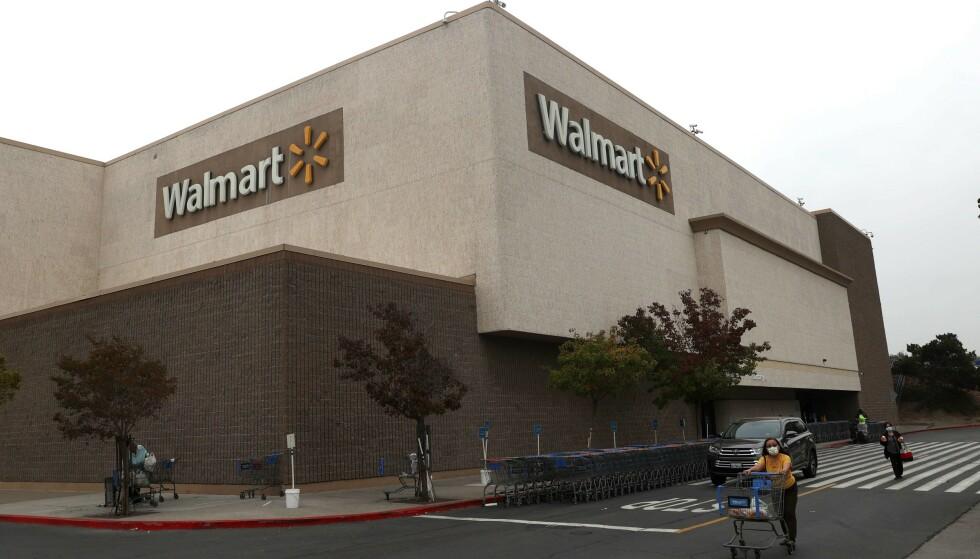 <strong>WALMART:</strong> Dette er en gigantisk varehandelkjede. Hver uke er rundt 265 millioner kunder innom deres 11 500 butikker, ifølge selskapets nettside. Foto: Justin Sullivan/Getty Images/AFP