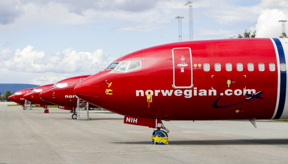 HARDT RAMMET: Norwegian har en rekke fly stående på bakken ved Gardermoen. Foto: Vidar Ruud / NTB