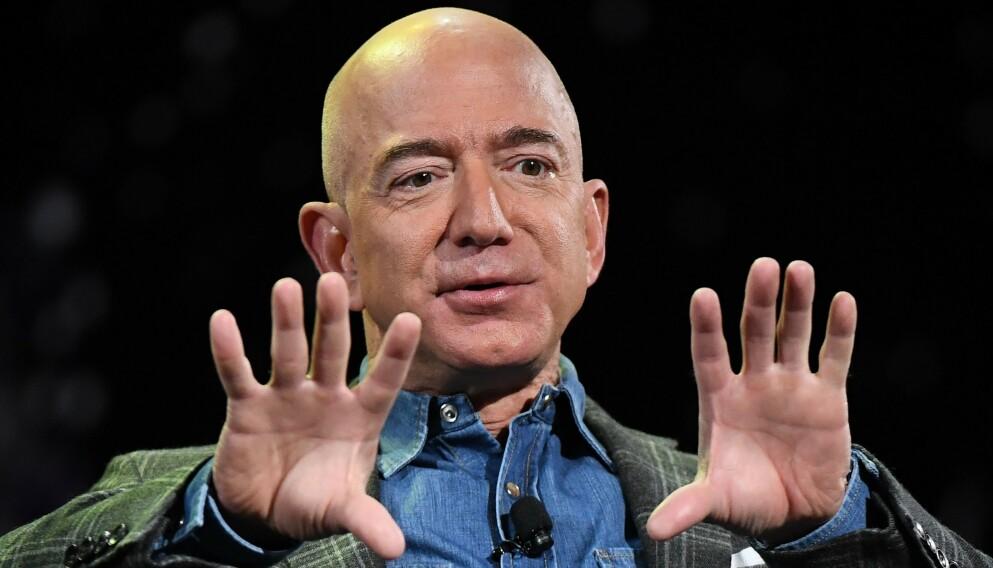 STINN AV GRYN: Jeff Bezos' rikdom kunne trolig sørget for en komfortabel pensjonisttilværelse. Bezos avviser at han skal bytte ut livet som toppsjef med et rolig slaraffenliv. Foto: Mark Ralston / AFP