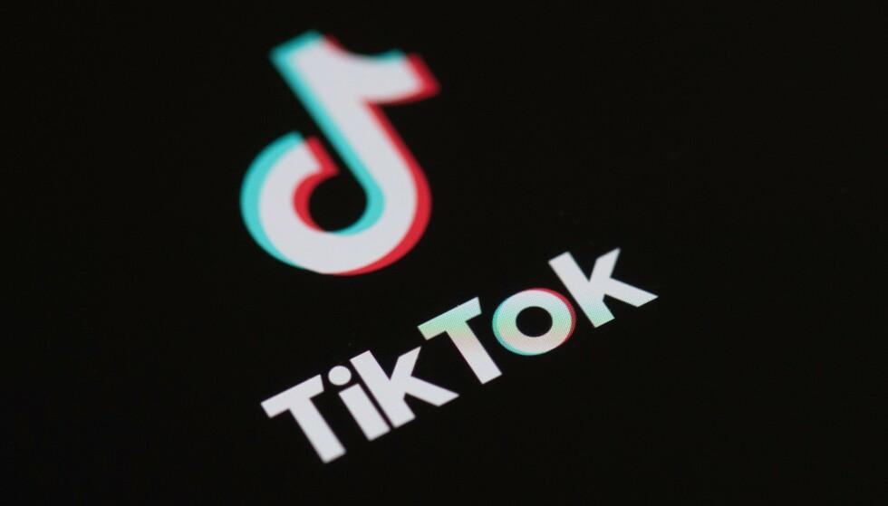 TIKTOK KAN BLI FORBUDT: Videoappen Tiktok er populær i USA, men kan bli forbudt fra tirsdag dersom ikke den amerikanske virksomheten blir solgt til et amerikansk selskap innen den tid. Foto: Martin Bureau / AFP / NTB scanpix