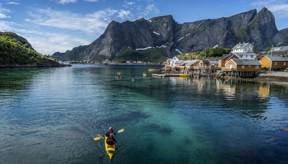 TURISTFALL: Lofoten, her representert ved fjellet Reinebringen i Moskenes kommune, er et av flere populære turistmål i Norge. I år har imidlertid mange av turistene holdt seg unna, som følge av coronakrisen. Nå slår NHO nok en gang alarm. Foto: Hans Arne Vedlog / Dagbladet