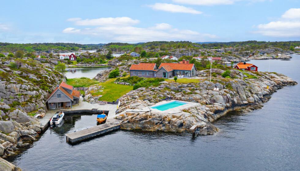 SOLGT: Ytre Kjeholmen 2 og 3 i Lillesand kommune er solgt for 27,5 millioner kroner. Foto: Sondre Transeth.
