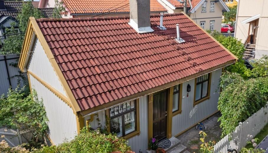37 KVADRATMETER: Pengene satt tilsynelatende løst da denne eneboligen på Rodeløkka i Oslo skulle selges tirsdag. Foto: Inviso