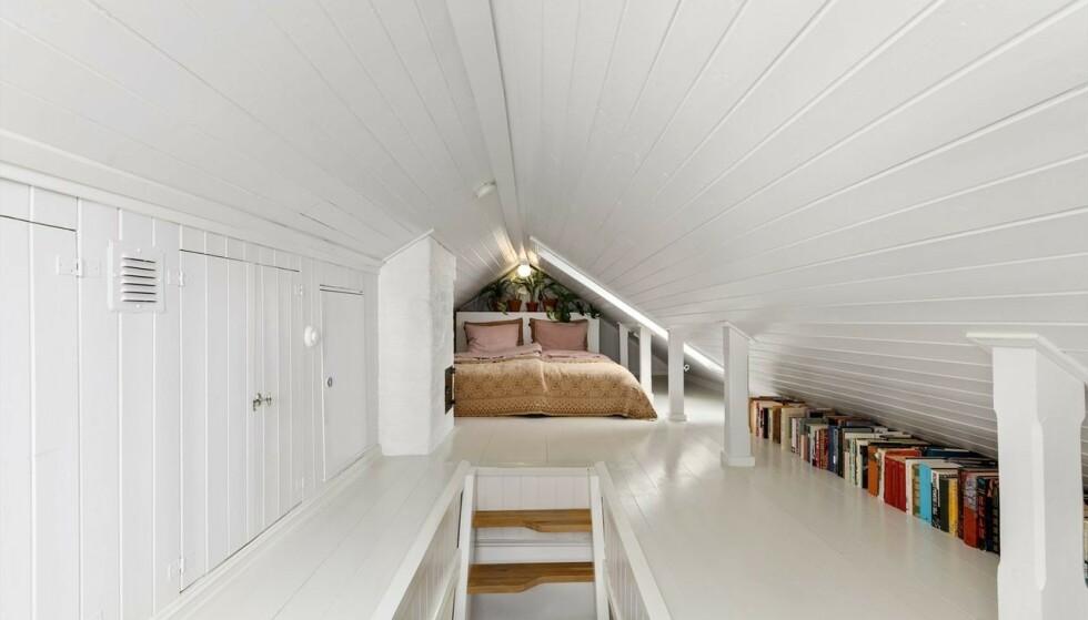 LOFT: Det ene soverommet er på loftet med et gulvareal på cirka 29 kvadratmeter. Foto: Inviso
