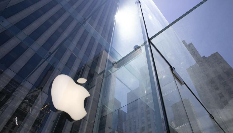 <strong>RASER:</strong> Spotify går hardt ut mot Apple etter at IT-selskapet tirsdag lanserte nye tjenester som ytterligere stenger konkurrenter ute. Foto: Mark Lennihan / AP / NTB Scanpix
