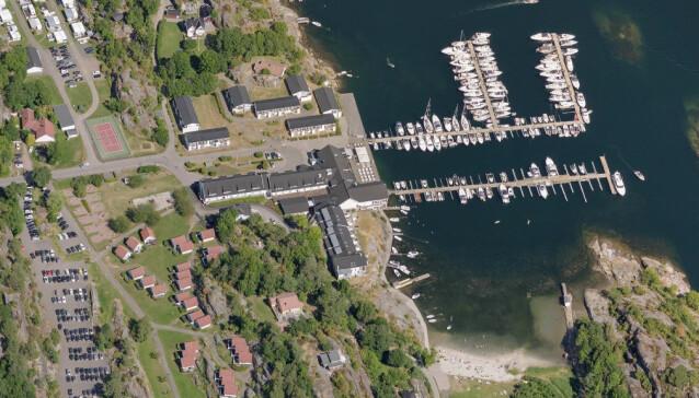 PRAKTTOMT: Like ved Scandic Havna Tjøme eier Alf Reidar Fjeld og bror en tomt med strandlinje på over 50 meter. Foto: 1881.no / Norkart AS / Geovekst og kommunene / OpenStreetMap / NASA / Meti