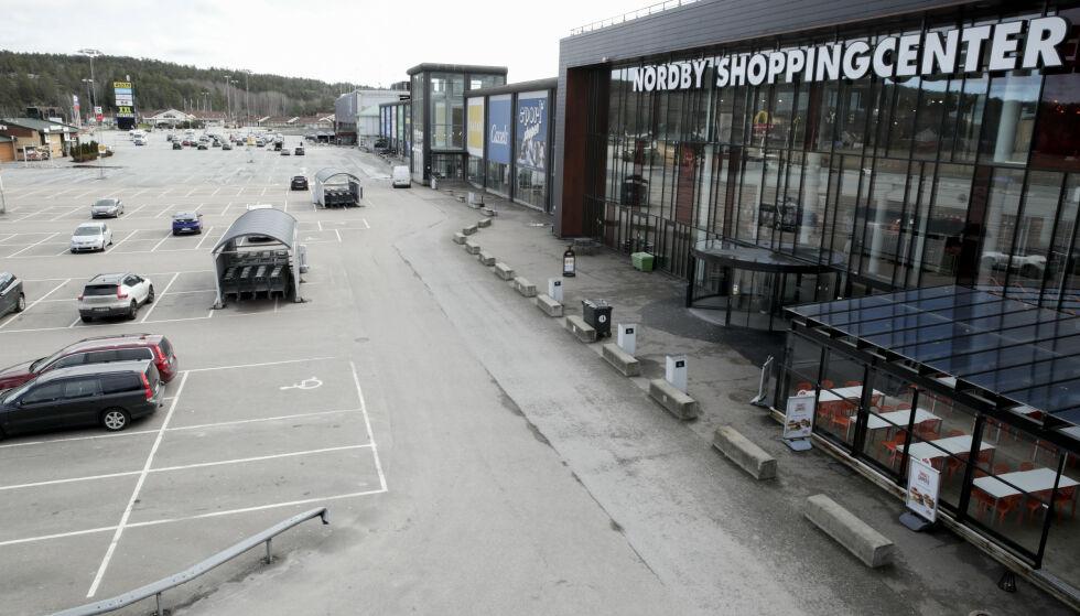 GLISSENT: Når grensen er stengt, har Nordby kjøpesenter rett over grensen svært få kunder. Foto: Vidar Ruud / NTB
