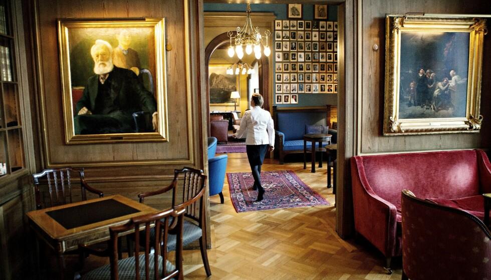 <strong>STASELIG:</strong> Salongene i Norske Selskab inneholder kunst norske museer drømmer om. Til venstre henger selvprortrett av Erik Werenskiold, malt i Norske Selskabs lokaler. Arkivfoto: Nina Hansen