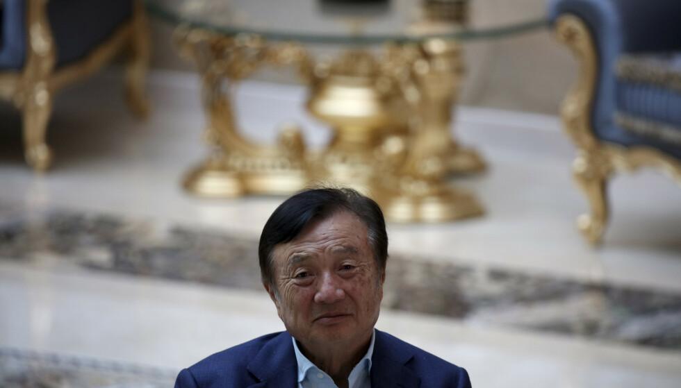 STYRTRIK: Huawei-grunnlegger Ren Zhengfei (76) er i skrivende stund verdens 1730. rikeste person, med en anslått formue på 1,3 milliarder amerikanske dollar, ifølge Forbes. Foto: Ng Han Guan / AP / NTB