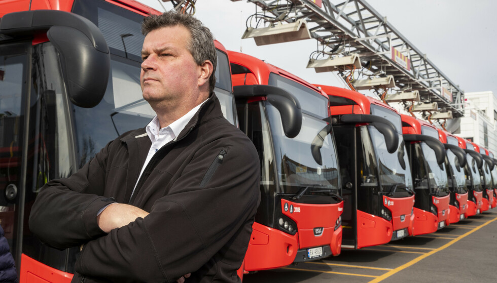 STØTTE: LO-Leder Hans-Christian Gabrielsen møtte streikende bussarbeidere hos Unibuss på Ulven. Foto: Terje Pedersen / NTB