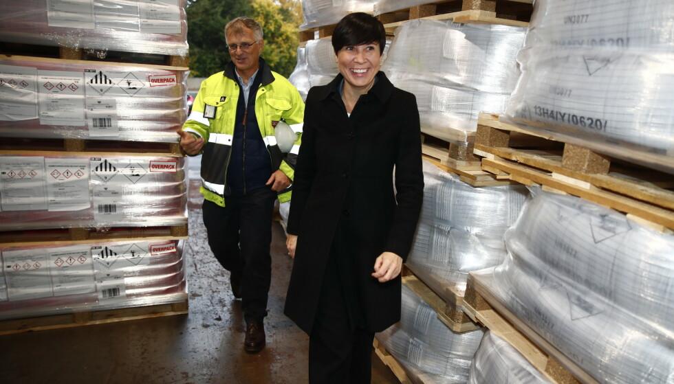 NY PLAN: Næringsminister Iselin Nybø (V) og utenriksminister Ine Eriksen Søreide (H) legger fram eksporthandlingsplanen hos Nordox i Østensjøveien i Oslo. Foto: Terje Pedersen / NTB