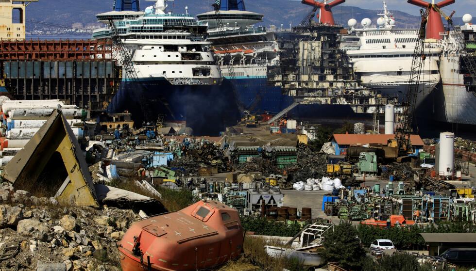 ARBIDE: 2500 ansatte jobber med å plukke cruiseskipene fra hverandre. Foto: REUTERS / Umit Bektas / NTB
