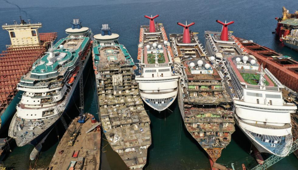 KØ: Fem skip lå i opphuggingskø ved slutten av forrige uke. Ytterligere tre skip er ventet på et seinere tidspunkt. Foto: REUTERS / Umit Bektas / NTB