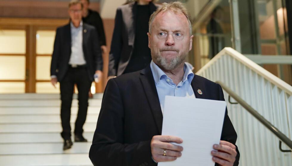- NØDVENDIG: Byrådsleder Raymond Johansen forsvarer oppfordringen til bedrifter om å droppe årets tradisjonelle julebord. Foto: Jil Yngland / NTB