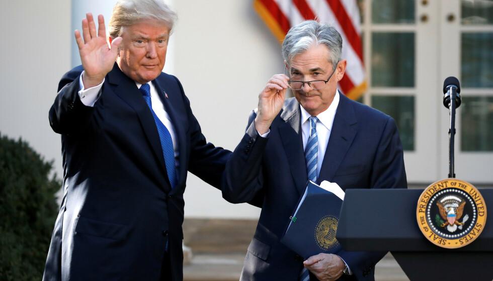 <strong>TURBULENT:</strong> Forholdet mellom president Donald Trump og sentralbanksjefen han selv utnevnte, Jerome Powell, er turbulent. Sistnevnte advarer om konsekvensene dersom Kongressen og Det hvite hus ikke kommer med en krisepakke. Foto: REUTERS / Carlos Barria / NTB