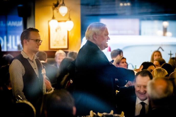 I LYSTIG LAG: Milliardær John Fredriksen har arrangert julelunsj på Theatercaféen i en årrekke. Her avbildet i fjor. Foto: Lars Eivind Bones / Dagbladet