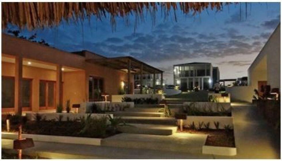 KRASS KRITIKK: At norsk bistand endte i luksusleiligheter i et hotellkompleks i den krigsherjede, lutfattige Cabo Delgado-provinsen i Mosambik, blir nå møtt med krass kritikk. Illustrasjon: africancentury.co.mz