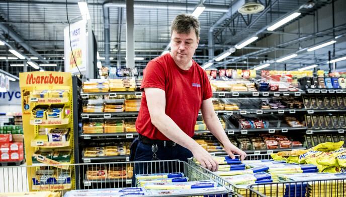 NY NEDTUR: Butikksjef på Maxi mat ved Charlottenbers shoppingcenter, Tommy Johansson. Foto: Christian Roth Christensen / Dagbladet