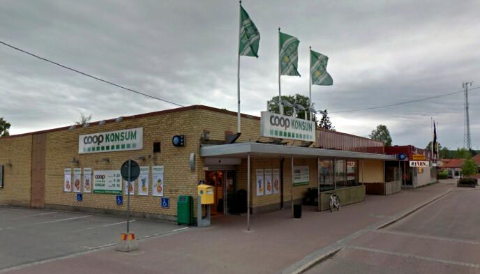 OPPSVING: Den lokale Coop-butikken i Charlottenberg sentrum lider ikke på samme måte som gigabutikkene nærmere grensa. Tvert om. Foto: Google Streetview