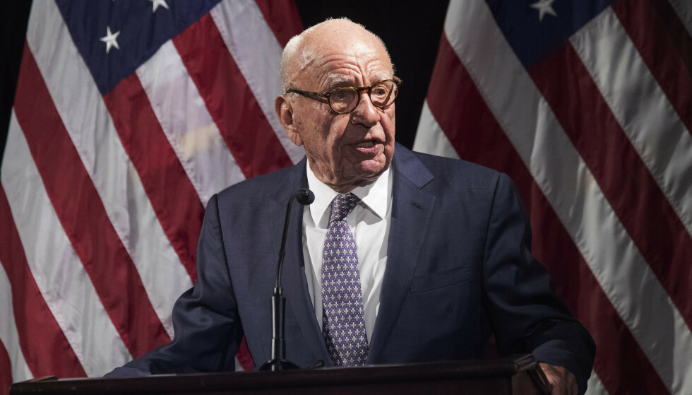 UTSKJELT: Den upopulære mediemogulen Rupert Murdoch er igjen i hardt vær. Denne gangen får han så hatten passer av en tidligere australsk statsminister. Foto: AP Photo / Mary Altaffer / NTB