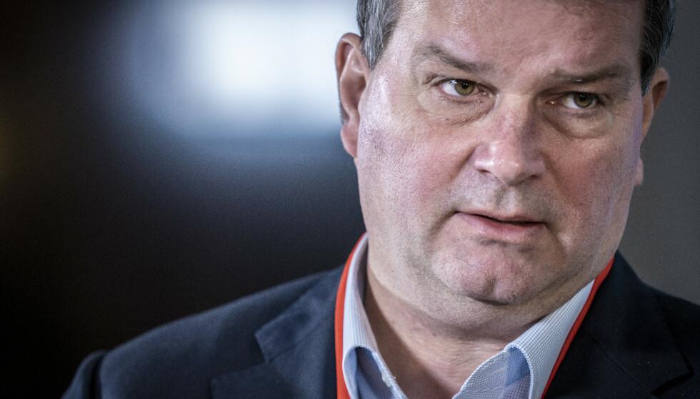 <strong>REFS:</strong> LO-leder Hans-Christian Gabrielsen mener det ikke er godt nok at statsminister Erna Solberg ikke vil fly Wizzair. Foto: Ole Berg-Rusten / NTB