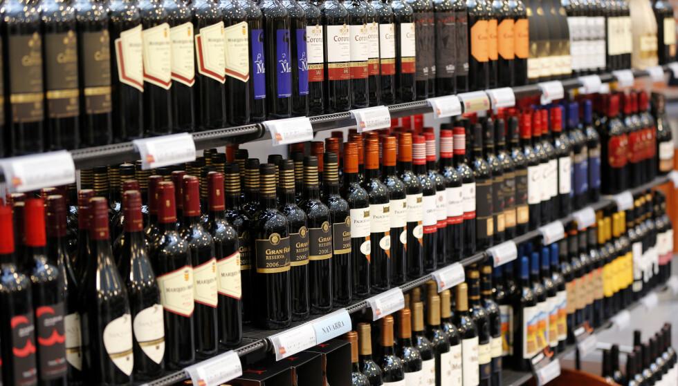 BILLIGERE: Det nye statsbudsjettet kutter alkoholavgiften på øl og vin med ti prosent. Foto: Lise serud / NTB