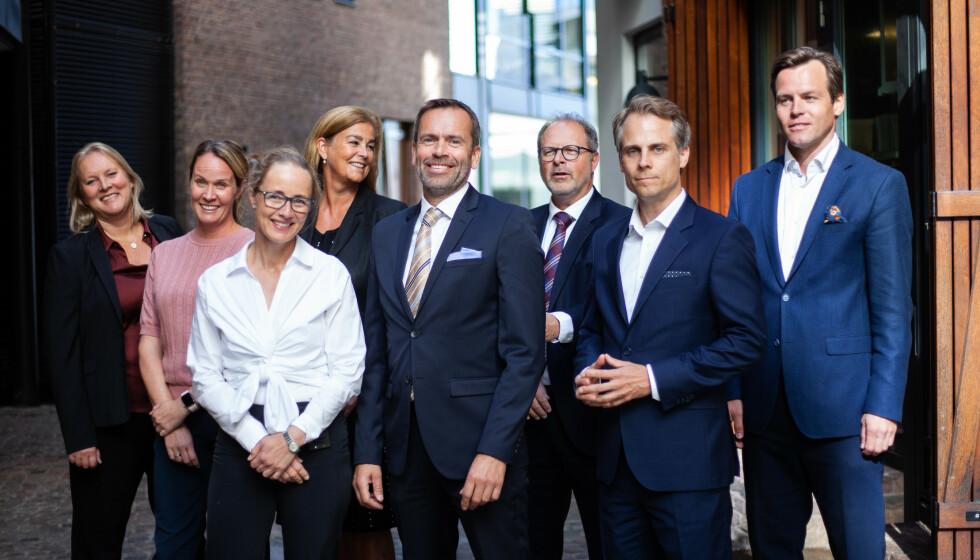 LIKESTILLING?: Dette bildet har vekket mange reaksjoner etter at det ble brukt i en artikkel som omhandlet den jevne kjønnsfordelingen blant partnerne i advokatselskapet. Foto: Berngaard