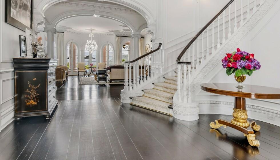 FOAJEEN: Huset er grepet av hvite og sorte farger. Foto: Jeremy Blair / The Luxury Level