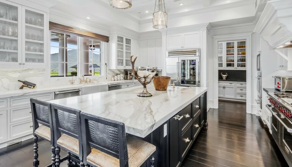 KJØKKEN: Kjøkkenet er laget av marmor. Foto: Jeremy Blair / The Luxury Level