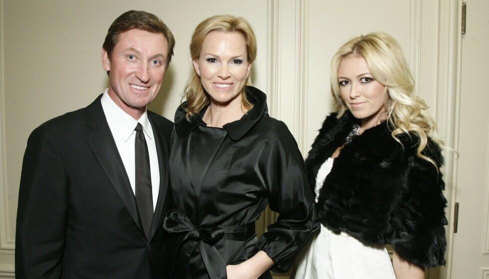 LEGENDE: Wayne og Janet Gretzky er her avbildet sammen med datteren Paula i forbindelse med et UNICEF-ball i 2009. Foto: Alex Berliner / BEI / REX