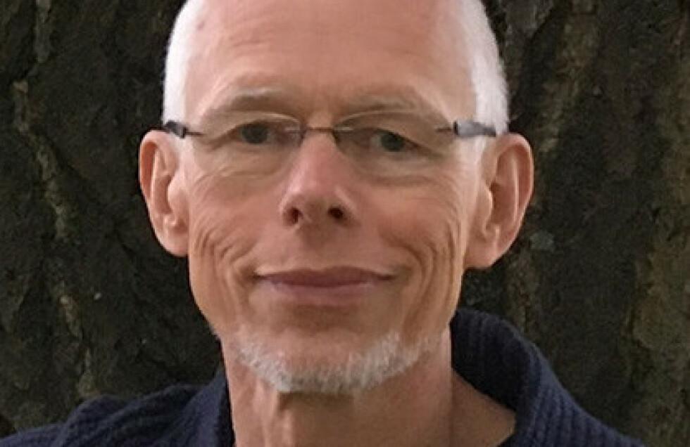 KONTROVERSIELL YTRING: Arnfinn Christensen, tidligere norsk programmedarbeider og journalist, ble møtt med sterke reaksjoner da han i mars fremmet sitt synspunkt om coronatiltakene. Foto: Berit Hartveit