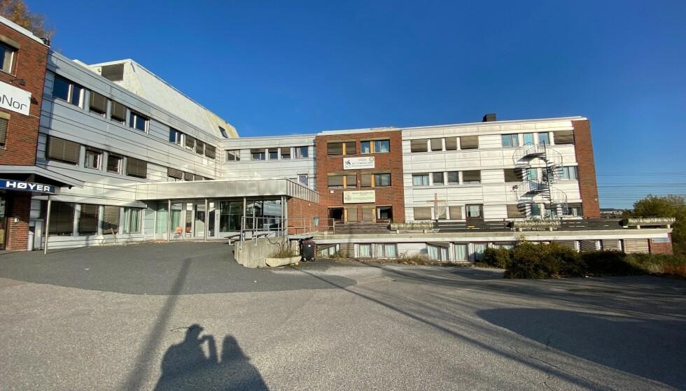 SPØKELSER? Selskapet til mannen hadde registrert 53 ansatte her. Men i dag er det ingen spor etter selskapet i lokalet. Foto: Øistein Norum Monsen.