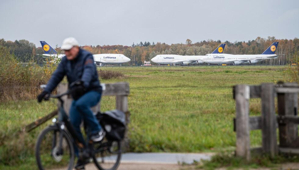 STRANDET I MÅNEDSVIS: Lufthansa har kjempet en lang kamp for å hente flyene sine ut av Twente Airport i Nederland. Photo: Guido Kirchner/dpa