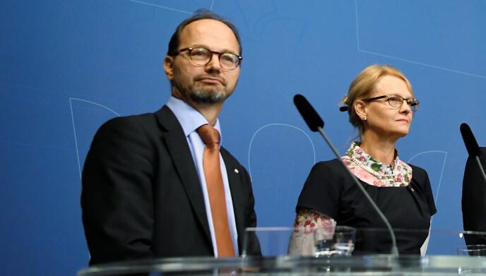 GIR GASS: Den svenske infrastrukturministeren Thomas Eneroth skal bruke over en milliard kroner de nese to åra for å finne den beste løsningen for en elektrisk vei for tungtransport i Sverige. Foto: Reuters/NTB
