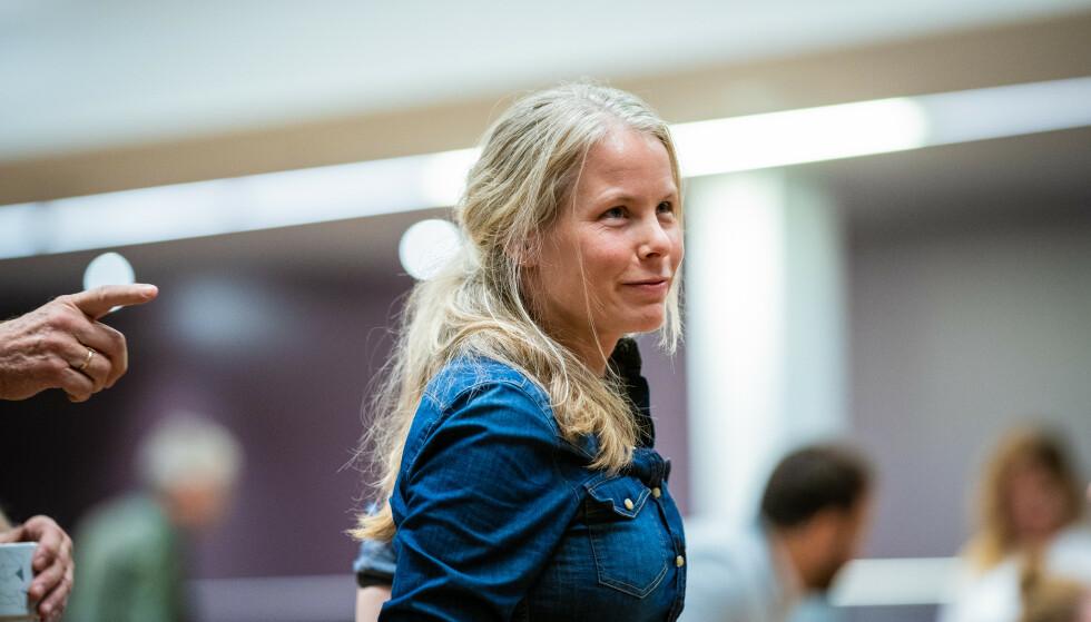 KLAR TALE: Nestleder i SV, Kirsti Bergstø, sier tydlig hvem som har skylden for at fattigdommen har økt under pandemien i Norge. Foto: Stian Lysberg Solum / NTB