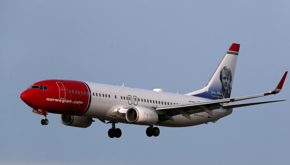 INN FOR LANDING: Norwegian har nå bare en liten håndfull fly i lufta og de aller fleste av sine medarbeidere permittert eller oppsagt. Foto: NTB Scanpix/Reuters/Ints Kalnins/File Photo