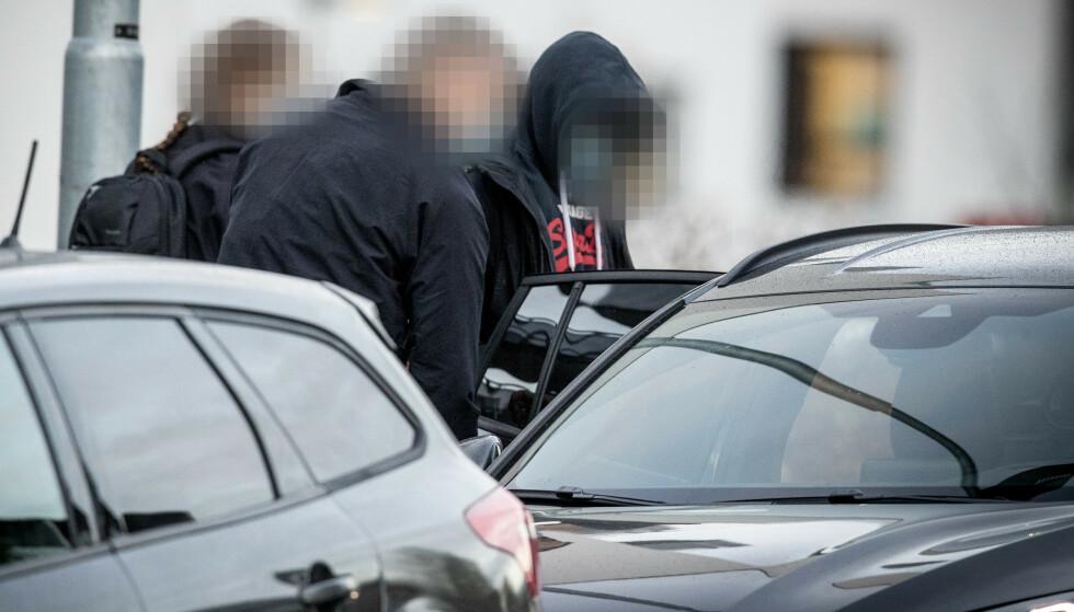 SIKTET FOR CORONA-JUKS: Her blir en av de fire personen som er siktet pågrepet. Foto: Bjørn Langsem