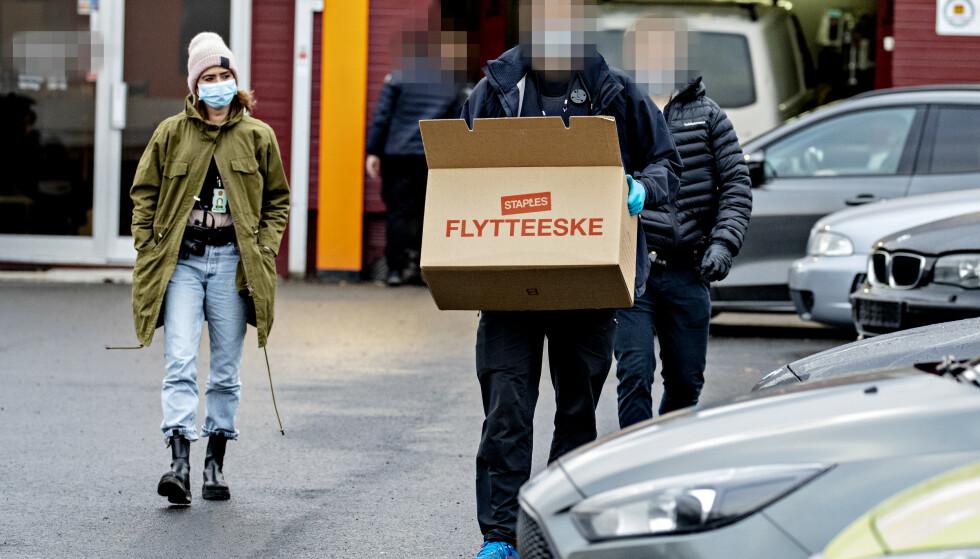 TOK BESLAG: En større Økokrim-aksjon har pågått de to siste dagene i Oslo-området. Her fra et næringslokale i Oslo. Foto: Bjørn Langsem